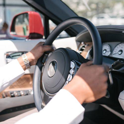 instant-luxury-rentals-Rolls-Royce-Dawn-steering-wheel